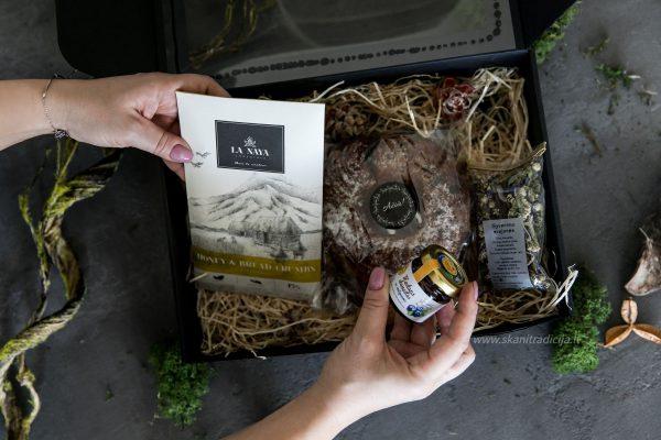 Maisto rinkiniai dovanoms į užsienį