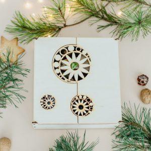 Kalėdinė dovana medinėje dėžutėje
