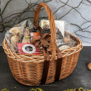 Dovanų idėja-lietuviško maisto krepšys